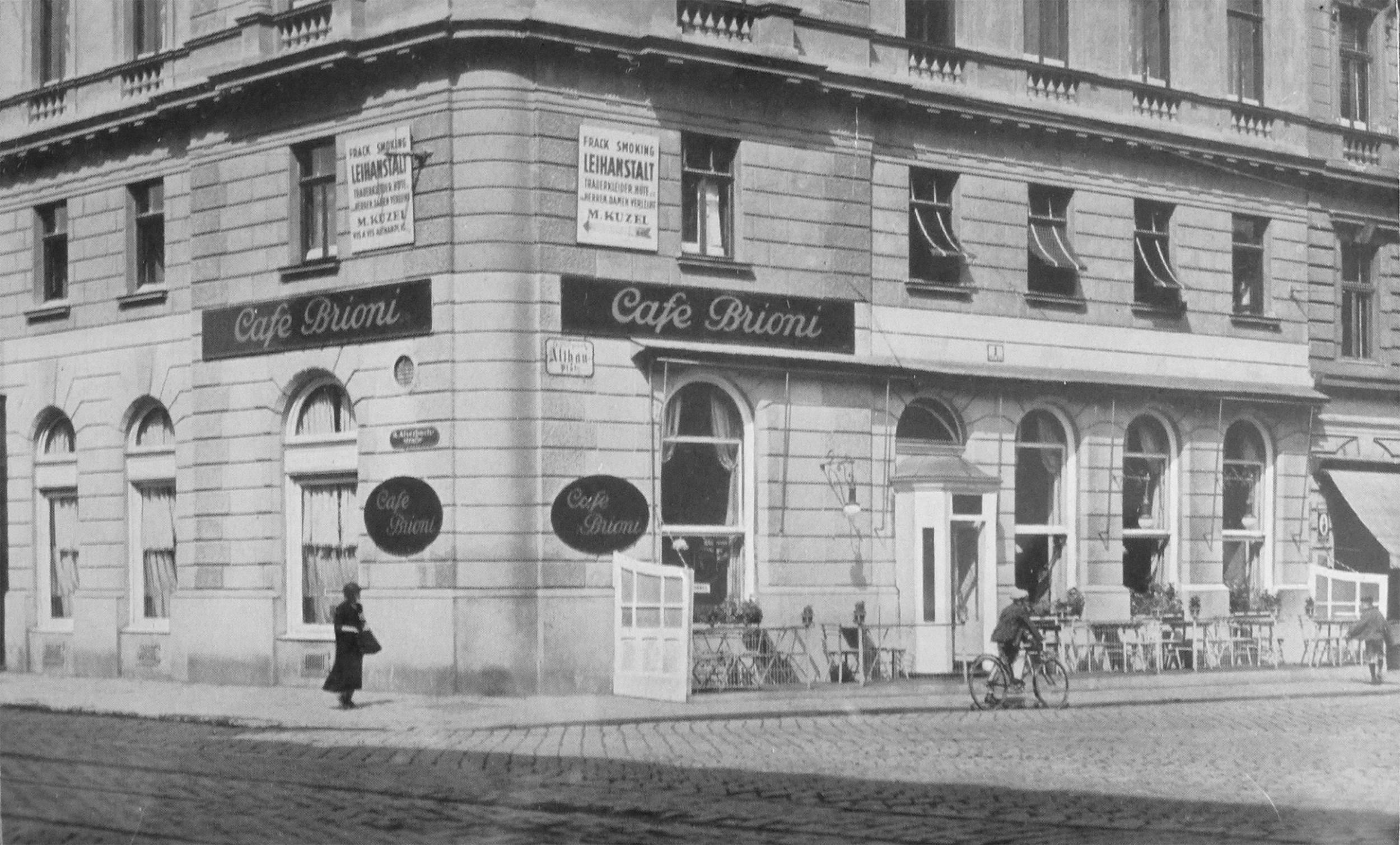Das Café Brioni, spätestens 1949 aufgenommen. Bereits damals gab es Windfang und Schanigarten. Quelle: Bezirksmuseum Alsergrund