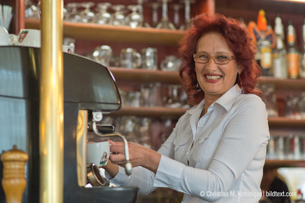 Frau Anka ist wieder da - und einige Stammgäste feierten dies mit einer Flasche Sekt. © Christian M. Kreuziger